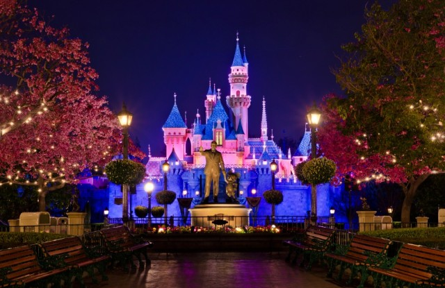 The Euro Disney Land : Not 'Hello' Say 'Bonjour!' | Loyola Digital  Advertising [로욜라 디지털 광고]
