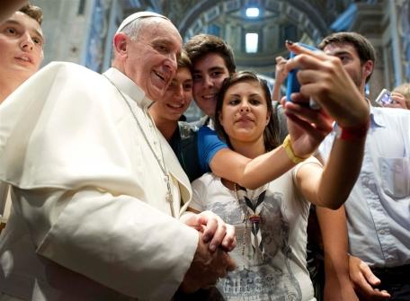 pb-130829-pope-selfie-630a_photoblog900