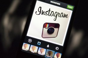 la-fi-tn-instagram-inks-100-million-advertisin-001